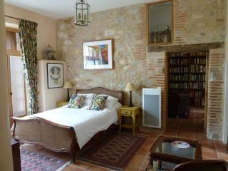Maison des Oiseaux - La Chambre - Cordes-sur-Ciel vacation rentals