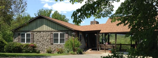Front of house - Vanquility Acres Inn - Peaksview Cottages - Bedford - rentals