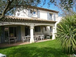 Le Domaine de la Gaillarde 3 Bedroom Home with a Fireplace, Balcony, Pool - Les Issambres vacation rentals