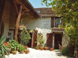 Chez Milou ~ RA26172 - Ancy-le-Franc vacation rentals