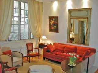 1 rue Chazelles ~ RA24564 - Levallois-Perret vacation rentals