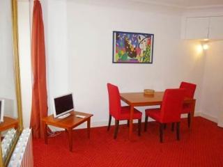 11 rue Arc Triomphe ~ RA24563 - Levallois-Perret vacation rentals