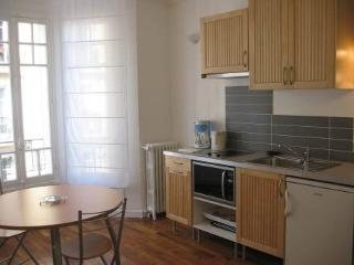 5 rue F Mouthon ~ RA24555 - Vanves vacation rentals