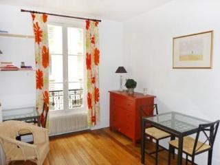 34 rue du Commerce ~ RA24553 - Vanves vacation rentals
