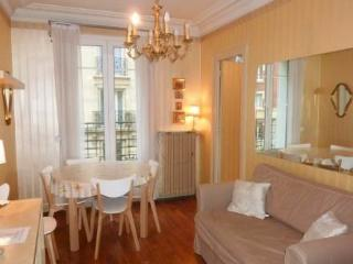 37 rue Joseph Maistre ~ RA24571 - 18th Arrondissement Butte-Montmartre vacation rentals