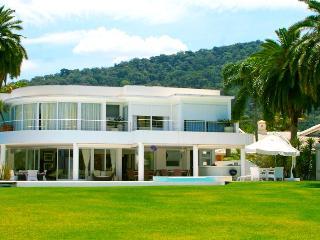 Mansão de luxo - Condomínio Costa Verde Tabatinga - Caraguatatuba vacation rentals