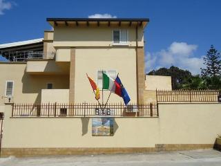 Villa Mozia B&B 10 km Airport Trapani-Birgi - Marsala vacation rentals