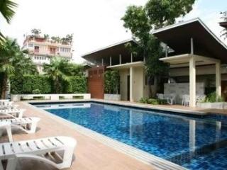 1BR Apt in Tropical Green Garden, BTS Onnut - Bangkok vacation rentals