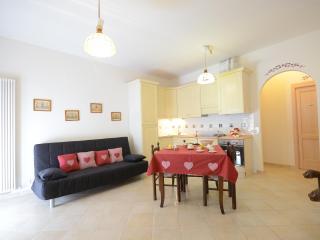 Casa Umbra Appartamento Nel Parco del Monte Cucco in Umbria nei dintorni Gubbio Assisi Todi Fabriano Spello Perugia Spoleto - Sigillo vacation rentals