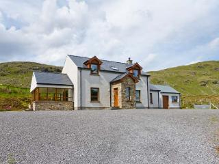 BLUE STACK HOUSE, detached cottage with stunning views, WiFi, en-suite and multi-fuel stove, close Donegal Ref 906503 - Donegal vacation rentals