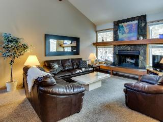 Conveniently located 3 bedroom home with private deck! - Sunriver vacation rentals
