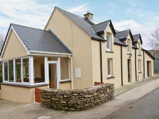 SLAHENY HOUSE, detached riverside cottage, rural position, close to Kilgarvan, Ref 23805 - Dunmanway vacation rentals