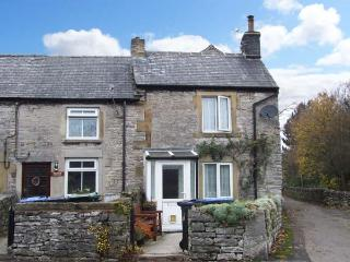 CORNER COTTAGE, woodburner, countryside views, pet friendly, in Bradwell, Ref. 903547 - Peak District National Park vacation rentals