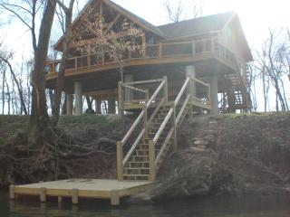 """The Hideout"" on Current River, Van Buren, MO - Van Buren vacation rentals"