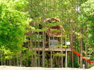Treehouse retreat - Chatsworth vacation rentals