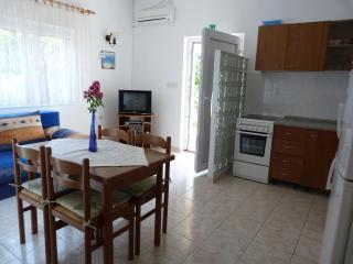 Charming 2 bedroom Apartment in Okrug Gornji - Okrug Gornji vacation rentals