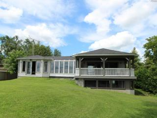 Vacation Home with Swimming pool 5 bedroom on Lake Scugog - Port Perry vacation rentals