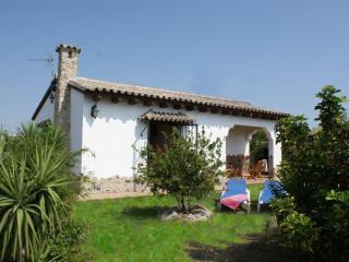 El Cortijo, 2 bedroom villa & pool, 500m to beach! - Vejer vacation rentals