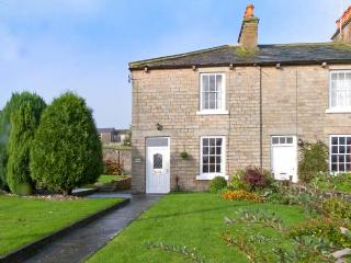 MINERS COTTAGE, detached Grade II listed cottage, open fire, spacious front and side garden, in Middleton in Teesdale, Ref. 2980 - Middleton in Teesdale vacation rentals