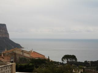 Delightful Ground Floor Apartment, Sleeps 4 and is Pet-Friendly, in Cassis - Cassis vacation rentals