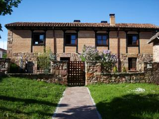 Comfortable House with Central Heating and Porch - Salinas de Pisuerga vacation rentals