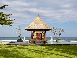 Grand Ocean Luxury Beachfront Villa - Gianyar vacation rentals