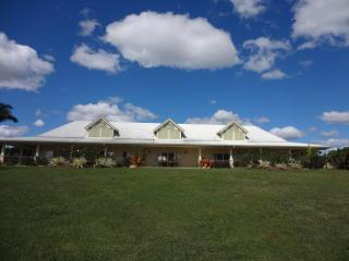 Luxury Mareeba getaway in the Cairns highlands - Mareeba vacation rentals