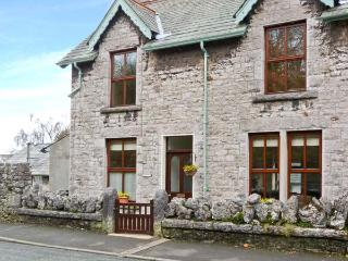 PENDLETON COTTAGE, stone-built, open fire, WiFi, enclosed gardens, close to excellent amenities, in Grange-over-Sands, Ref 28327 - Lake District vacation rentals