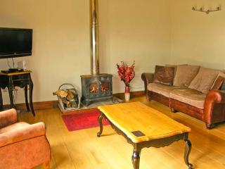 WELLBERRY, all ground floor, en-suite wet room, woodburner, off road parking, near Staindrop, Ref 30509 - Headlam vacation rentals