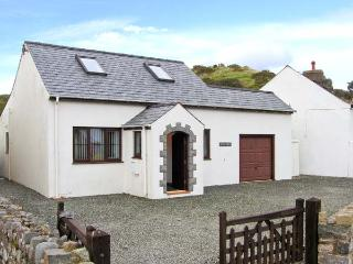 PEN Y BONT family-friendly, close to beach, village centre in Aberdaron Ref 30659 - Aberdaron vacation rentals