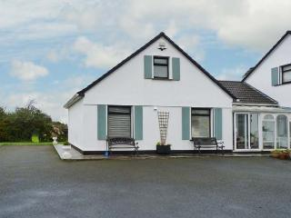 WOODSIDE CHALET, romantic retreat, en-suite, off road parking, garden, near Oughterard, Ref 31225 - Oughterard vacation rentals