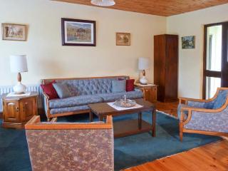 WOODSIDE CHALET, romantic retreat, en-suite, off road parking, garden, near Oughterard, Ref 31225 - Oughterard vacation rentals