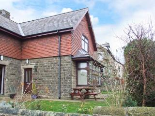 WINDLANDS, romantic base, off road parking, town views, in Buxton, Ref. 31197 - Buxton vacation rentals