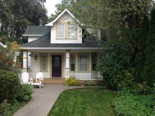 2 bedroom House with Internet Access in Kelowna - Kelowna vacation rentals