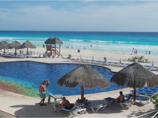 Departamento  de tres recamaras, frente al mar - Cancun vacation rentals
