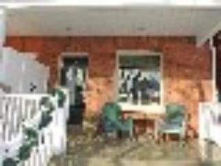 Spacious front verandah - Toronto - Riverdale Garden Suite #2 w/ Free WiFi & Free Parking (See Virtual Tour Attached) - Toronto - rentals
