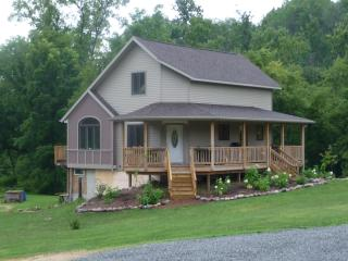 Nice Cottage with Deck and Internet Access - Coon Valley vacation rentals