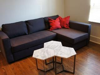 Pied A Terre Little Italy Downtown Toronto - Toronto vacation rentals
