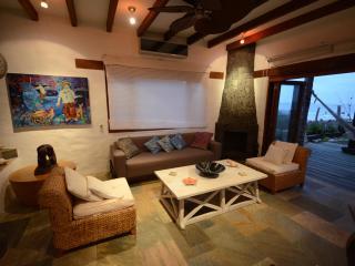 Bright 4 bedroom Villa in Puerto Villamil - Puerto Villamil vacation rentals