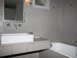 Champs Elysees Etoile Parc Monceau 1 Bedroom - Paris vacation rentals