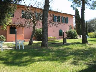 holidayhome for 4/6  in Tuscany nearby S Gimignano - Montaione vacation rentals