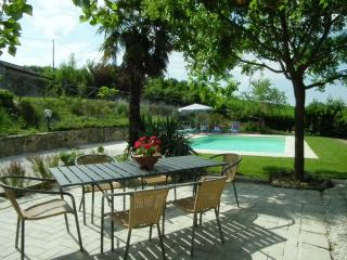 Charming Farmhouse Barn with Internet Access and Central Heating - Colmurano vacation rentals
