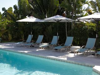 3 Bed 2 Bath Waterfront Home Heated Pool Tiki Hut - Juno Beach vacation rentals