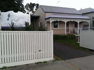 The Little Bird House (Accommodation Bendigo) - Maldon vacation rentals