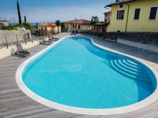 Cozy 2 bedroom Condo in Polpenazze del Garda - Polpenazze del Garda vacation rentals