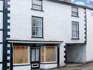 COMPTON HOUSE, pets welcome, range cooker, roll-top bath, character cottage in Llanfyllin, Ref. 23089 - Llanfyllin vacation rentals