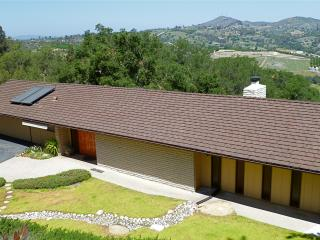 Super Cool Mad Men Hideaway with Pool Table, Magnificent Oaks, Hill/Sunset Views, Golf, Casinos, More - Fallbrook vacation rentals