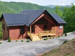Smoky Mountain High –Large Luxe Cabin - Pool Table, Hot Tub and Fabulous View. Ideal Escape for Large Families or Groups.  - Bryson City vacation rentals
