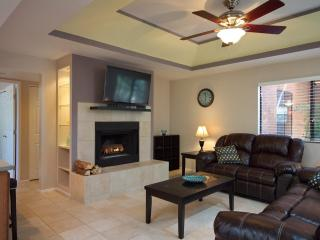 Secluded Remodeled Ground Floor Condo (MINIMUM 30 DAY STAY) - Tucson vacation rentals