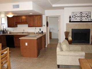 Charming 2BR/2BA ground floor Ventana Vista Condo! (MINIMUM 30 DAY STAY) - Tucson vacation rentals
